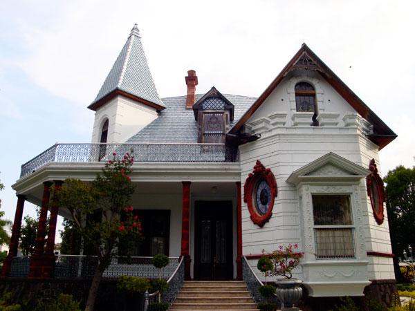 Mansion-Clover-Lawn