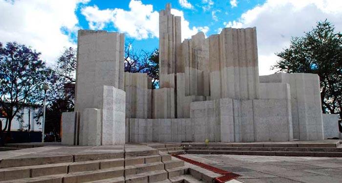Monumento-Plaza-Federalismo